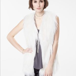NWOT RW & Co White faux for vest O/S